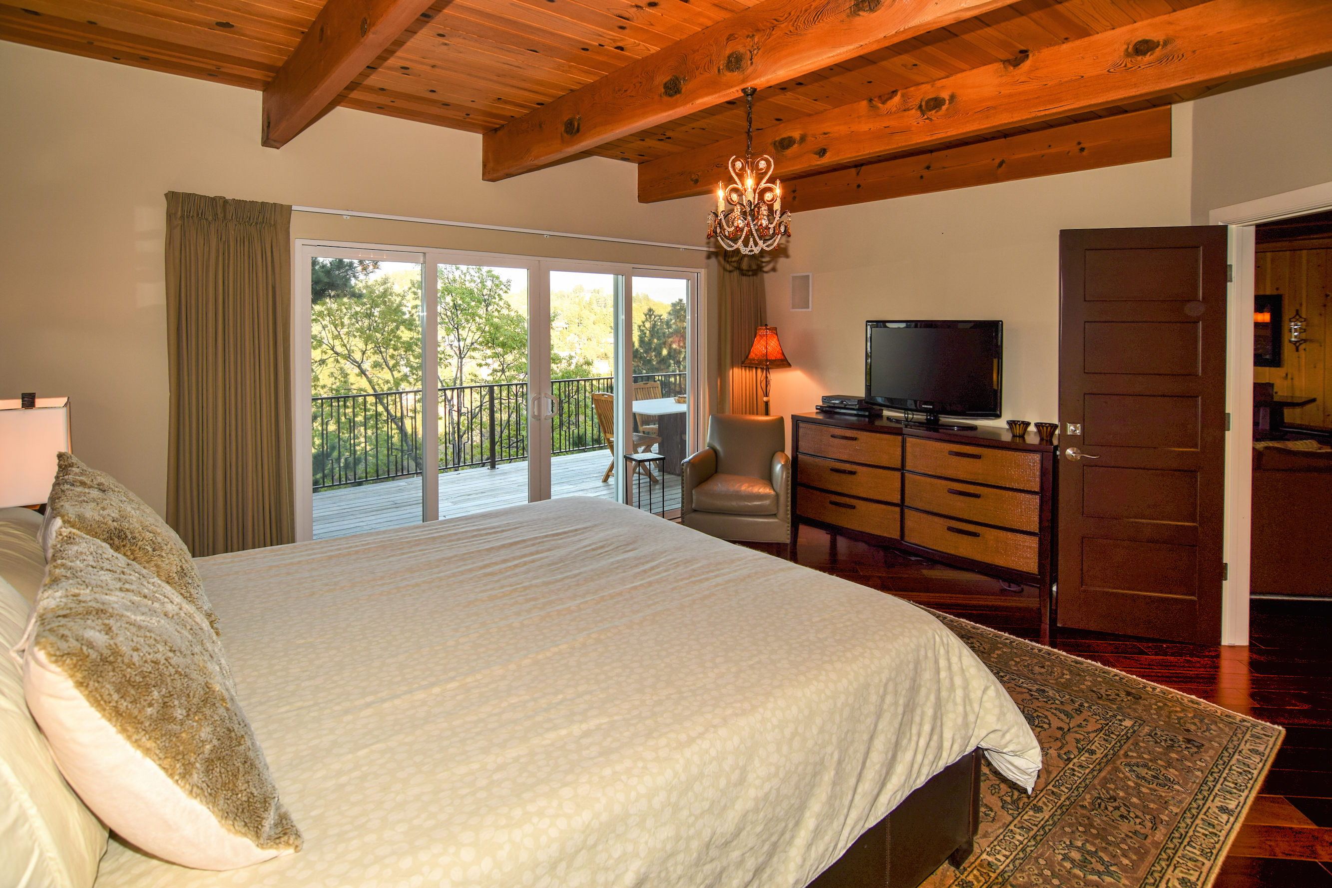 The Parkinson Group Lake Arrowhead Real Estate Master Bedroom